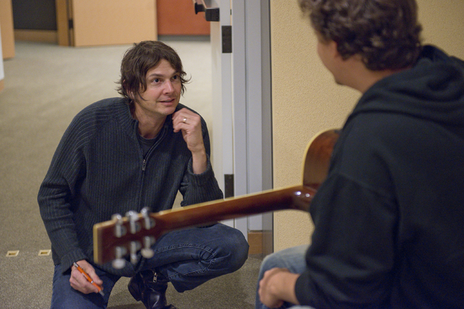 Graduate student and guitarist Fernando Velloso Neto gets feedback and words of encouragement from Kotche.