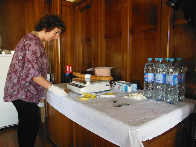 The weighing of the baguettes-1