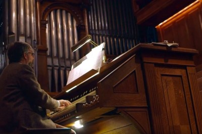 Thumbnail for 'Stanford organist draws lofty sounds from Memorial Church's thousands of pipes'