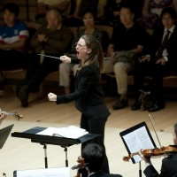 Anna Wittstruck conducts the Stanford Philharmonia.